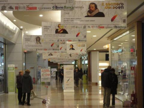 """La mostra """"Il sentiero dei Poeti"""" al centro commerciale Le Due Valli di Pinerolo"""